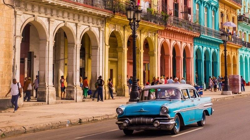 Transporte en almendrones al viajar a Cuba en 2018