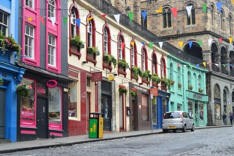 Visitar en Edimburgo: Victoria Street en Edimburgo