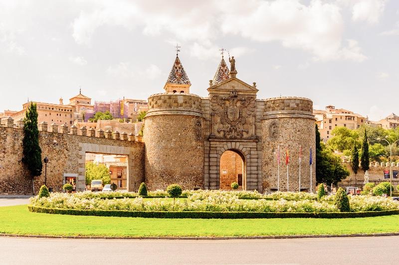 La puerta de la Bisagra es uno de los sitios que hay que ver en Toledo.