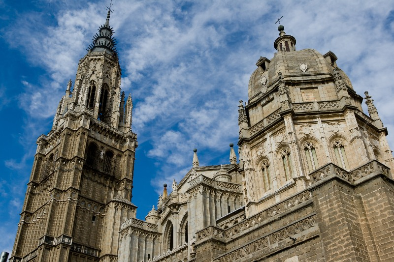La Catedral de Toledo está bellamente decorada con estilo gótico.