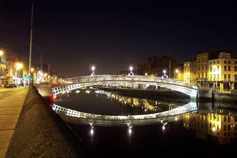 El Ha'penny Brigde es una foto increible cuando cae la noche