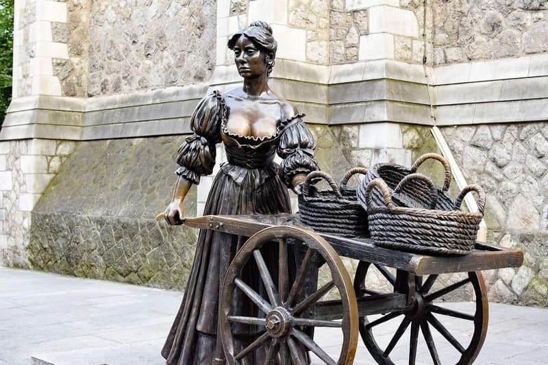 Podras ver la estatua de Molly Malone en la calle Grafton de Dublín