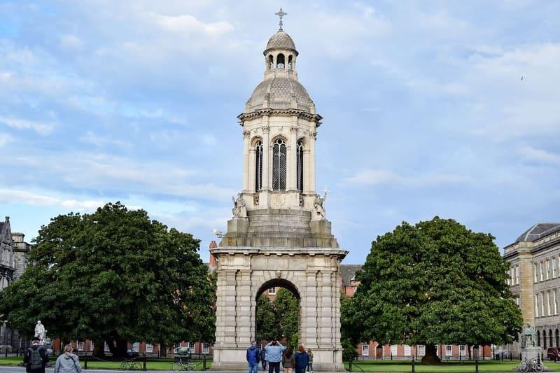 El Trinity College es uno de los puntos más famosos que podrás ver en Dublín