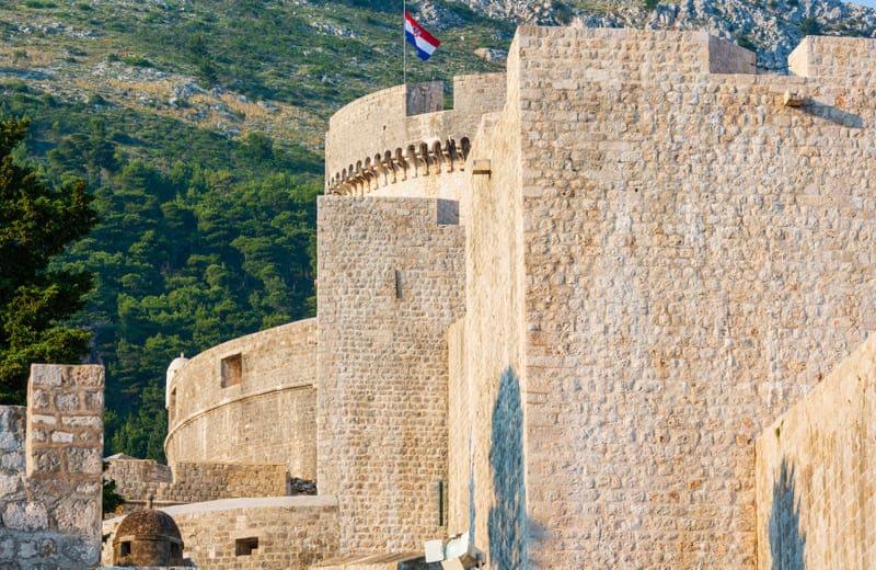 Puedes ver la Torre Minčeta en Dubrovnik