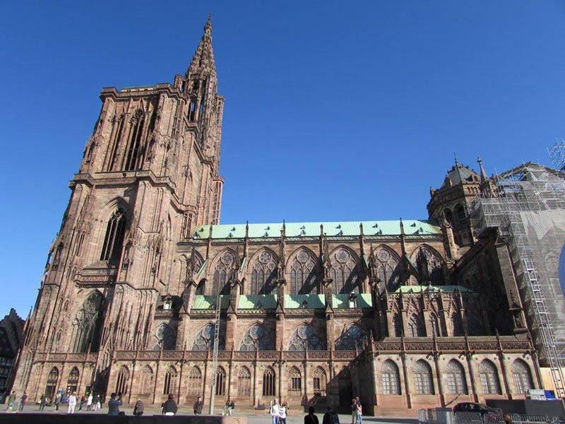 La catedral de Estrasburgo parece que llega a tocar el cielo