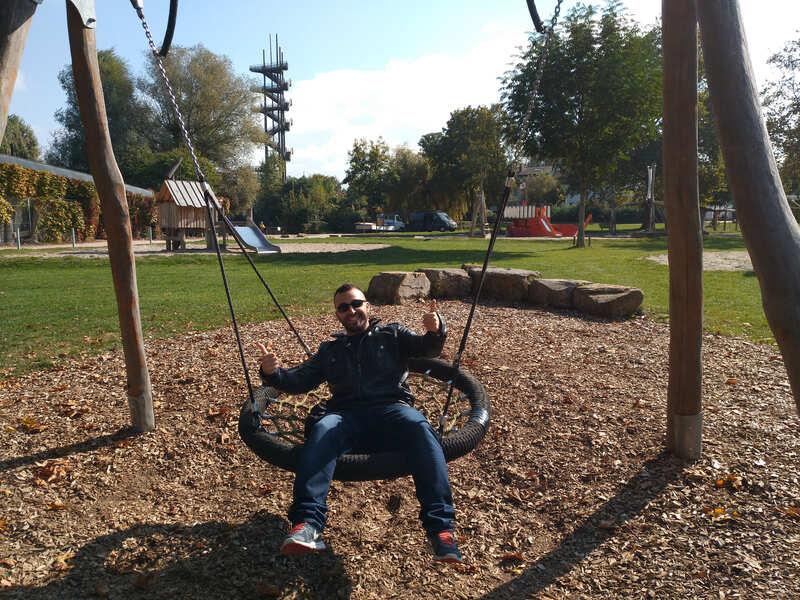 Un columpio enorme en el parque de Kehl